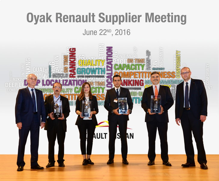 """Oyak Renault """"2015 Yılı Yan Sanayi Başarı Ödülleri"""" Sahiplerini Buldu"""