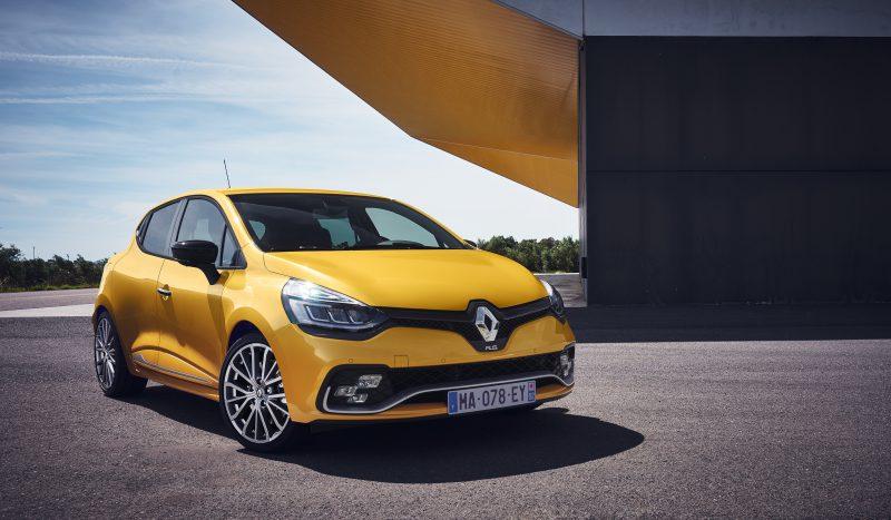 Yeni CLIO GT LINE Versiyonu ve CLIO R.S.: Renault Sport Tarzı Tasarım ve Sürüş