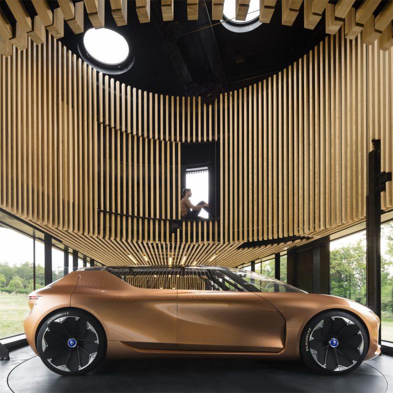 Renault'dan Frankfurt Otomobil Fuarı'nda İki Dünya Prömiyeri: SYMBIOZ ve Yeni MEGANE R.S.