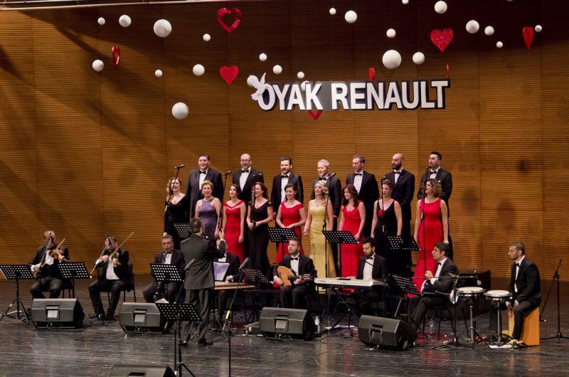 Oyak Renault Çalışanları 2015 Yılını Şarkılarla Uğurladı