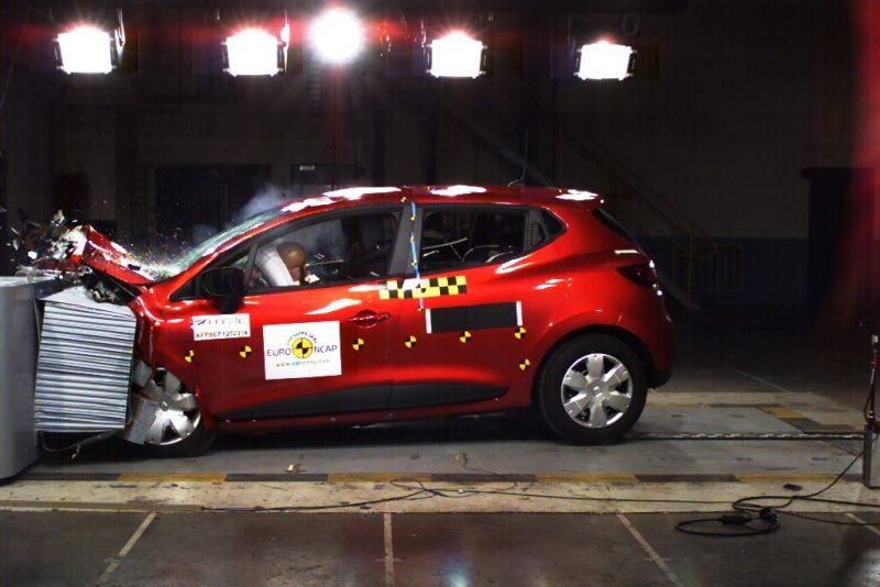 Yeni Clio'ya Euroncap'ten beş yıldız : Büyük bir otomobildeki herşeye sahip