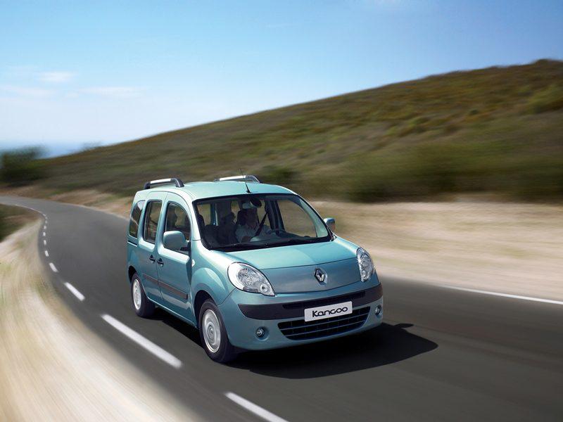 """Ekim 2012 – 4 yaş üzeri Renault ve Dacia araçlara """"2012'de Servise Gel, 2013'te Öde"""" kampanyası!"""