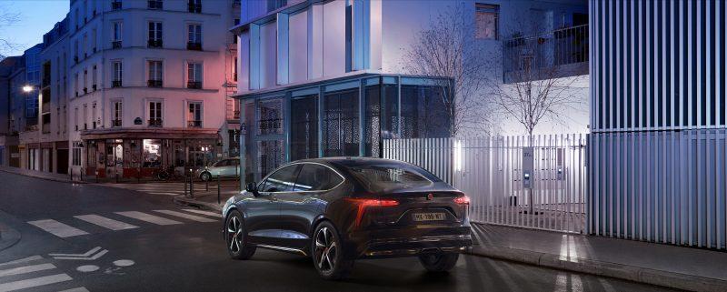 Araç çağırma hizmetleri için yeni %100 elektrikli sedan Mobilize Limo